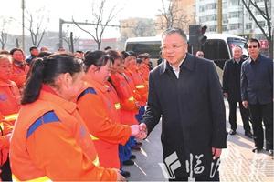岳普煜刘予强等市领导慰问坚守一线的干部职工