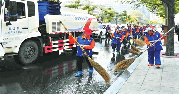 临汾:大清洗作业  营造整洁优美城市环境