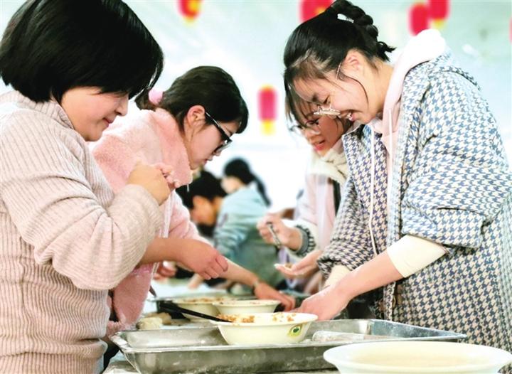 山西师大:冬至饺子香 温暖学子心