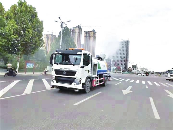 临汾:抑制扬尘 提升道路洁净度