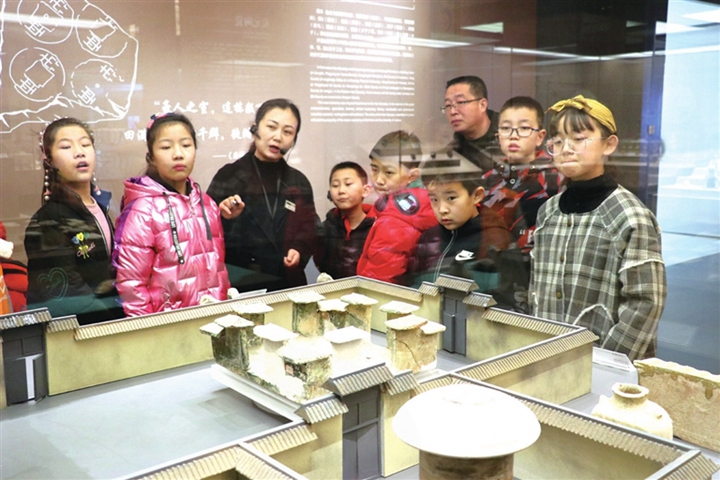 临汾博物馆:为游客提供多方位志愿服务