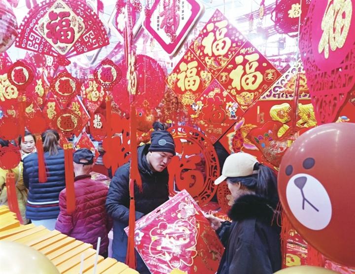 临汾:熙熙攘攘买年货 红红火火迎春节