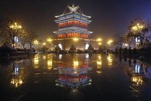 潘海燕在襄汾县尧都区夜查环保工作