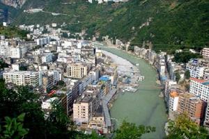 闫建国在大宁县就疫情防控、包联项目复工复产及大宁花卉产业发展情况进行调研