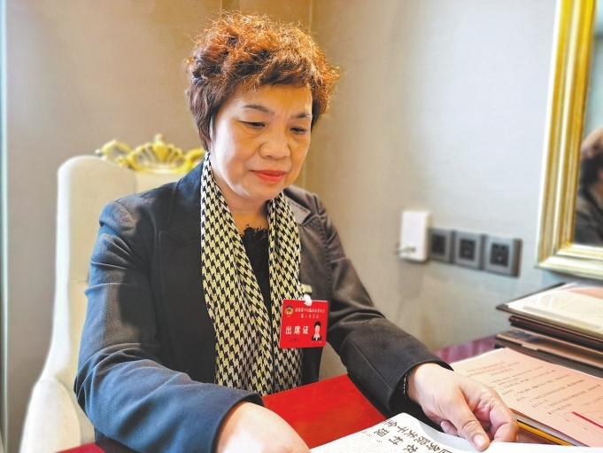 杜秀红委员:杜绝餐饮浪费 倡导节俭新风