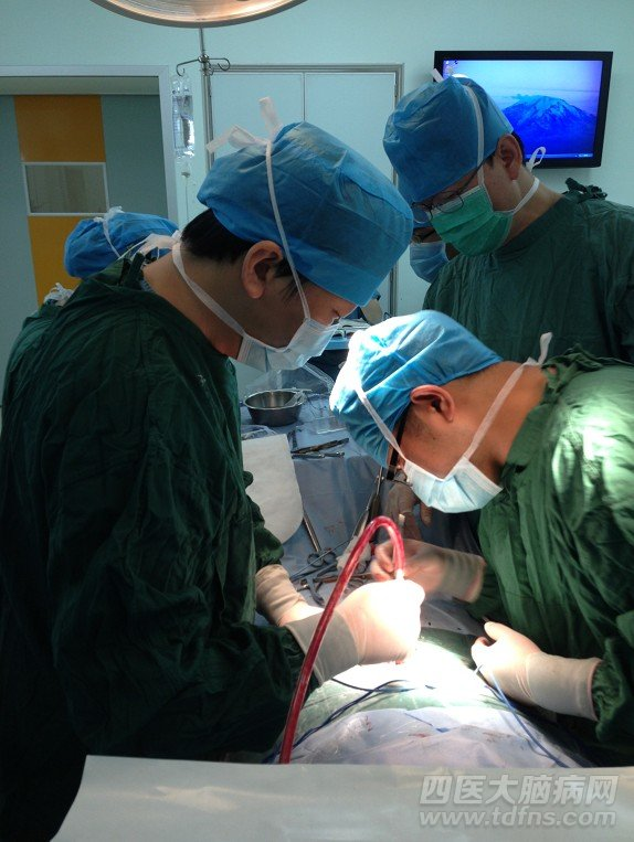 国产脑起搏器比进口脑起搏器差吗 唐都医院帕金森病例