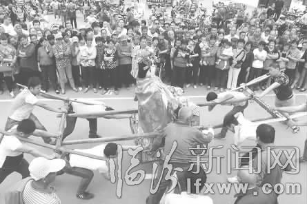 齐来赞美歌谱演唱-5月5日晚,尧都区刘村镇泊庄村首届百姓舞台文化艺术节拉开帷幕.