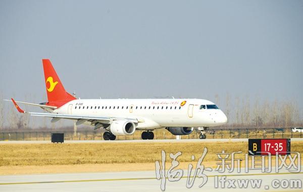 1月25日下午,由天津航空公司执飞的gs6532航班在临汾民航机场缓缓