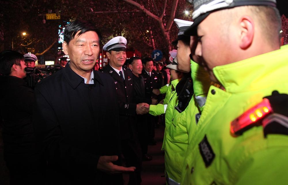 临汾:马德荣一行检查督导并慰问一线执勤民警